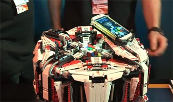 LEGO Robot Solve a Rubik's Cube in a Record 3.25 Seconds