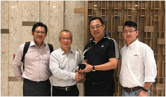 Rudy Liu, General Manager of Molex Taiwan (2nd Right) presents the Award to Heilind