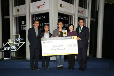 Frederick Fu (right), president, Avnet Asia Pacific, presenting the cash prize to the EPiC Champion. From left to right: Albert Wong, chief executive officer, HKSTP; Professor Cheah Kok-wai, Department of Physics, Hong Kong Baptist University; Alfred Tan, director, Cathay Photonics Limited; Fanny Law, chairperson, HKSTP; Frederick Fu, President, Avnet Asia Pacific