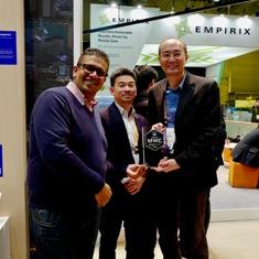 T L Lee-GM, wiresless Communications, MediaTek and Joe Chan- President, MediaTek receiving Best of MWC award by Android Authority