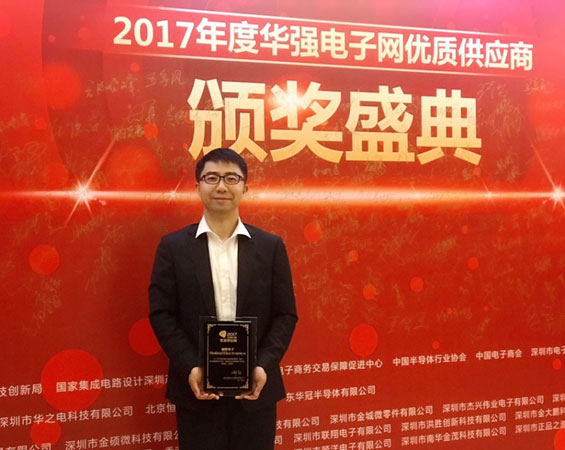 Collins Yang, Branch Manager of Heilind Asia Pacific accepts the award on behalf of Heilind Asia