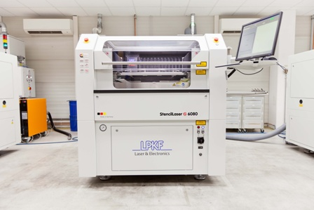 The new system has been in use since summer 2017. Production was increased according to plan, with all facilities and infrastructure having been installed. Thus, Photocad now exclusively uses state-of-the-art G6080 systems for cutting highly precise SMD stencils: one of a total of three plants is used for cutting large-size stencils, two – including the new acquisition – are used for producing step stencils.