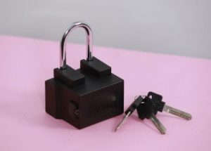 Connected padlock featuring u‑blox technology protects and tracks goods in transit