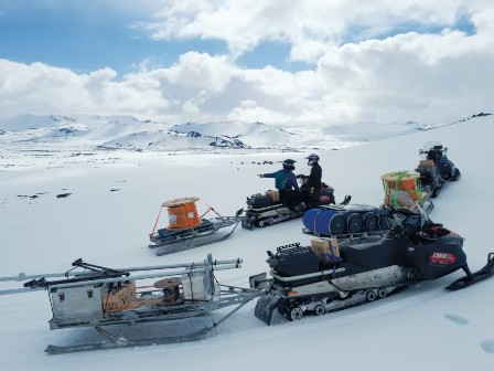 The equipment, including 3,000 m of cable from LAPP, was transported through ice and snow up the slopes of the Hekla volcano in Iceland.